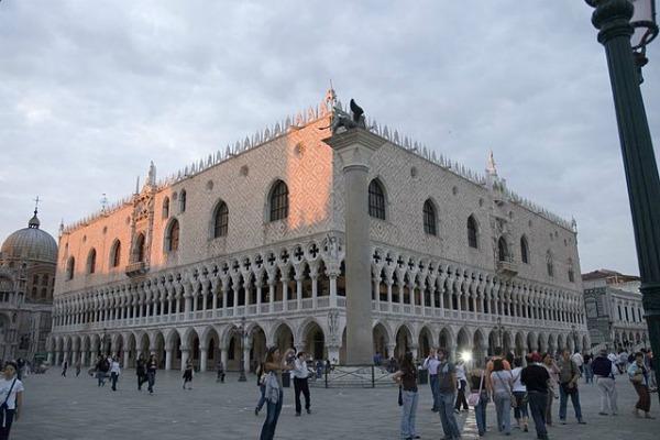 """""""Palazzo ducale, venezia, tutto"""" di gaspa - Flickr. Con licenza CC BY 2.0 tramite Wikimedia Commons - Idee per un week end di Pasqua tra mostre e musei"""