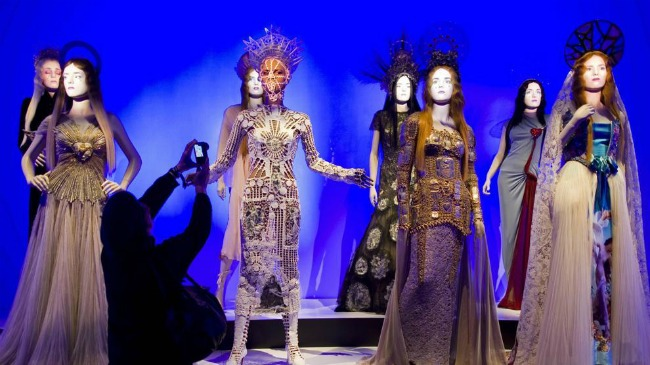 Jean Paul Gaultier in mostra a Parigi (Foto: LaStampa.it)