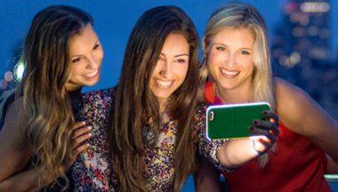 Il selfie perfetto alla Kardashian: cover e accessori per le luci da set fotografico